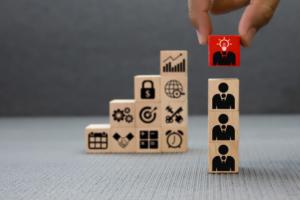 انتخاب هنرمند به جای کارمند برای سازمان